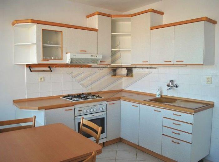 PRENAJATÉ - HEYROVSKÉHO, 2-i byt, 82 m2 - kompletná rekonštrukcia, 2 x loggia, zateplený dom V TICHOM PROSTREDÍ a pekným výhľadom, ZAČIATOK LAMAČA