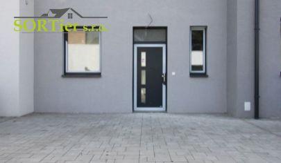 SORTier s.r.o. Vám ponúka na predaj novostavbu 3 izbového rodinného domu v kludnej časti Vampíl.