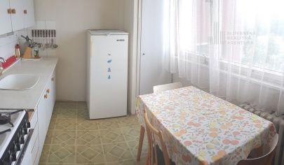 PREDANÉ: 4 izbový byt v pôvodnom stave s výhľadom na lesopark, Bratislava - Podunajské Biskupice