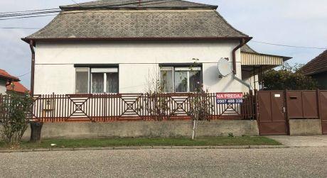 EXKLUZÍVNY PREDAJ ! - 3 izbový rodinný dom v pôvodnom stave v Čalovci DOHODA MOŽNÁ!
