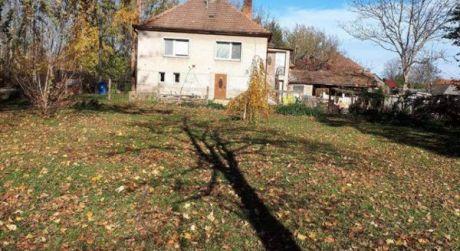 Predaj - čiastočne prerobený 4 izbový dom vo Veľkých Kosihách