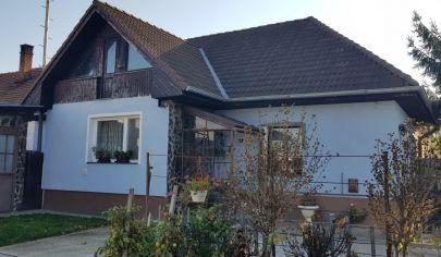 PRÁZNOVCE 3 izbový rodinný dom pozemok 882 m2 vhodný na podnikanie