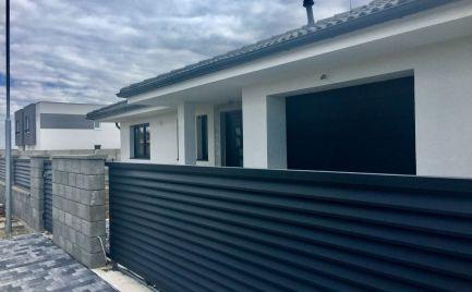 Novostavba 4 izbového  bungalovu s garážou a pozemkom 648 m2 v centre Rovinky.