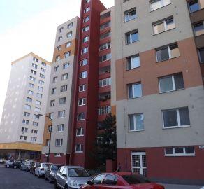 3 izbový byt v blízkosti centra na ulici Mlynarovičova. Ponuka iba v StarBrokers. Výborná lokalita.