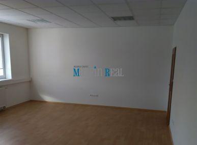 MAXFIN REAL -  Kancelária v meste s 2 vstupmi a parkovaním