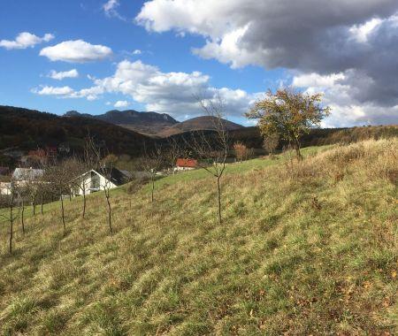 Pozemok v obci Pruské s výhľadom na Vršatec