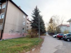 Ponúkame Vám na predaj 2+1-izbový byt vo vyhľadávanej lokalite Trenčína, ul. 28.októbra o rozlohe 64 m2.