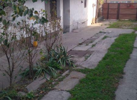 Predaj rodinného domu za cenu pozemku v Šaštíne-Strážach