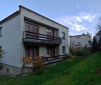 Ponúkame na predaj starší dvojgeneračný rodinný dom v Považskej Bystrici.