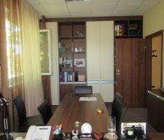 Reprezentatívna administratívna budova so skladovými priestormi