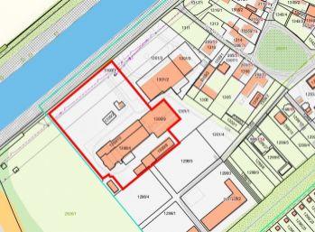 Priemyselný areál / pozemok / parkovacie priestory ... na predaj  - ILAVA