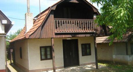 Predaj rekreačnej chaty vo Farnej, 20 km od Podhájskej