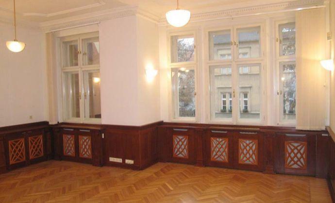 Kancelárske priestory 99,07m2 s parkovaním v zrekonštruovanej historickej budove v centre