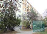 PREDANÉ - veľmi dobre situovaný, priestranný, slnečný, čiastočne zrekonštruovaný 3 izbový byt, v absolútnom centre mesta Senec