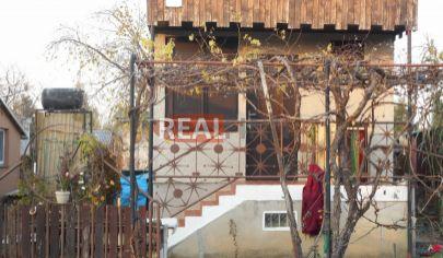 REALFINN Predaj, murovaná chata so záhradou Nové Zámky
