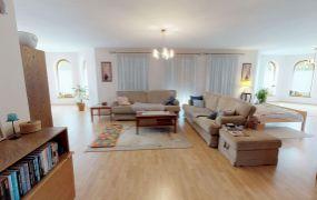 EXKLUZÍVNE IBA U NÁS Vám ponúkame na predaj dvojgeneračný dom s pozemkom 804 m2, Dubnica nad Váhom - ul.Strojárov.