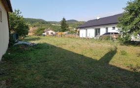 EXKLUZÍVNE IBA U NÁS Vám ponúkame pozemok pre stavbu rodinného domu o rozlohe 893 m2, nachádzajúci sa v obci Drietoma.