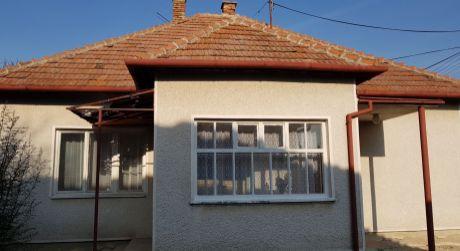 IBA U NÁS!Predaj 3-izb RD v pôvodnom stave v obci Radava neďaleko Termálneho kúpaliska PODHÁJSKA.