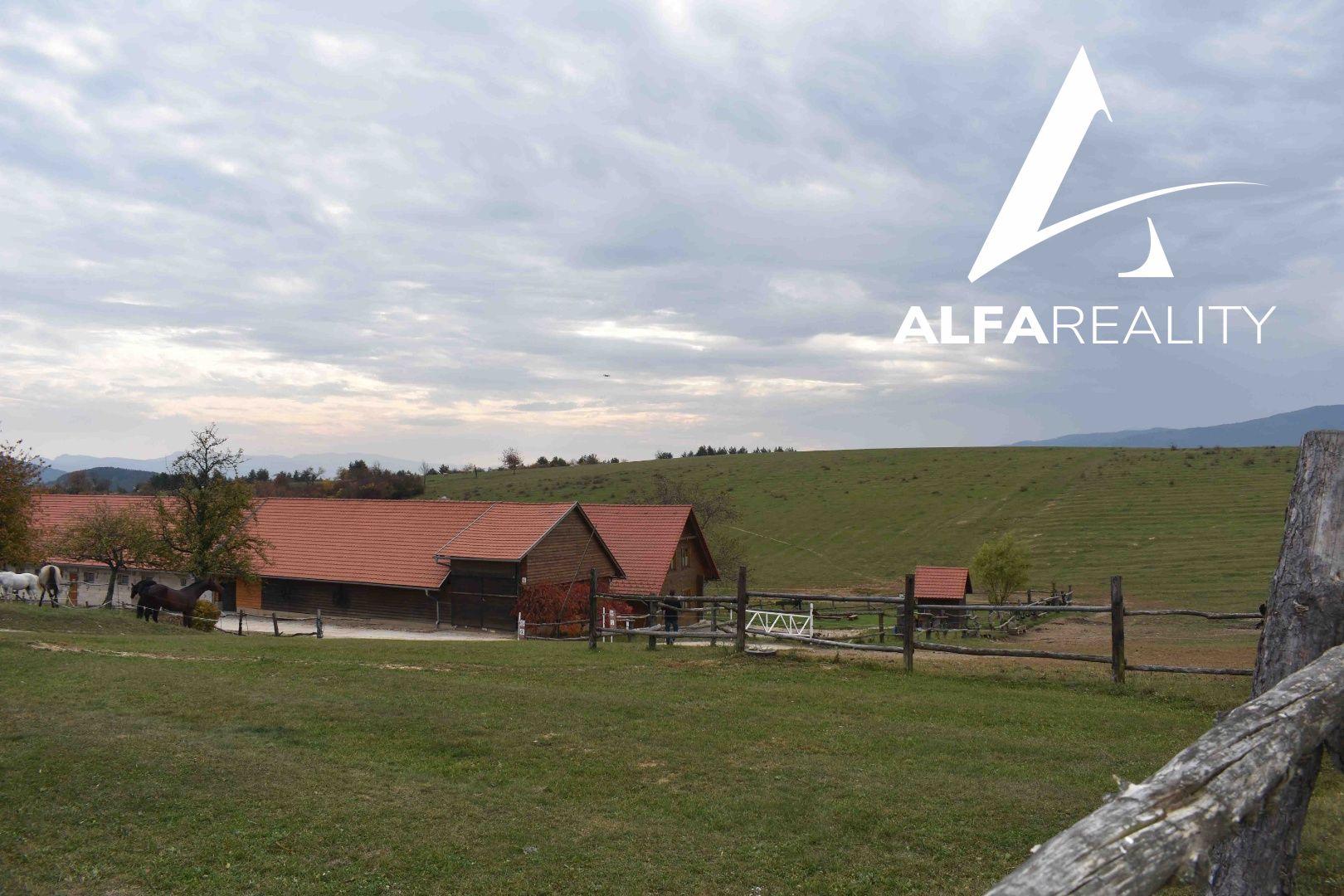8c10d0380 EXKLUZÍVNE ponúkame na predaj areál s rozlohou 83 ha, ktorý poskytuje  ubytovanie, chov dobytka, chov koní a jeho možnosti využitia sú ešte oveľa  väčšie