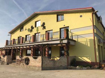 JJ Reality - Veľký jazdecký areál s ubytovaním, reštauráciou a betonárkou /Dunajská Lužná/