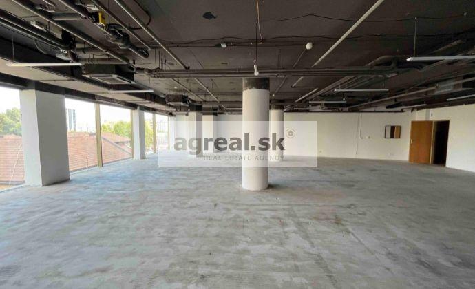Obchodno - prevádzkový priestor vhodný na showroom, predajňu, služby, kancelárie 167 m2 vo Vienna Gate (1.posch)