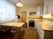 Veľký byt vo výbornej lokalite centra Topoľčian.