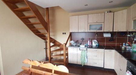 Ponúkame na predaj pekný trojpodlažný rodinný dom v obci Hvozdnica.