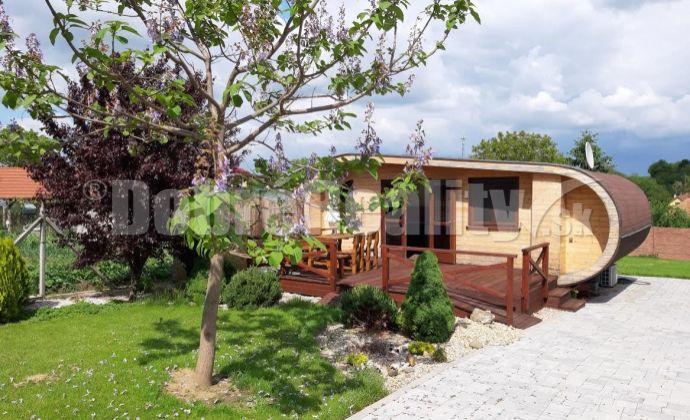 Na predaj len u nás !!! Štýlová rekreačná chata  na 11 árovom pozemku v centre obce Podhájska / 300 m  od welnessu/, len pre náročných klientov!!!