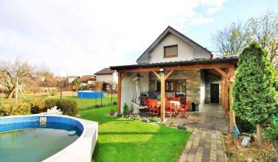 NOVÝ Rodinný dom s bazénom so štatútom chaty  / Geča (Jazero) - len 15 km od Košíc