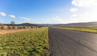Atraktívny pozemok na podnikanie (3 ha) pri Klčove