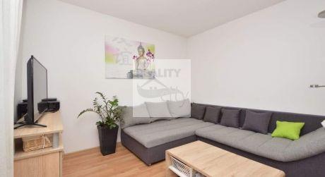 2 - izbový byt 50,60 m2, s výťahom a vlastným parkovacím miestom  - Rajka
