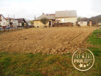 Predaj pozemku 605m2 v obci Prusy pri Bánovciach n/Bebr.