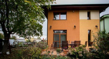 Rodinný dom s krásnym pozemkom na predaj v Bratislave II.