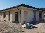 Rezervovaný - Predaj 4 izb. novostavby bungalovu, v stave holodom, na 6,68á pozemku v Hornej Potôni