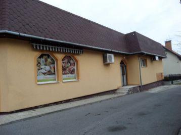 Realitná kancelária MAXFIN REAL Vám ponúka na dlhodobý  prenájom budovu v obci Častá/okres Pezinok