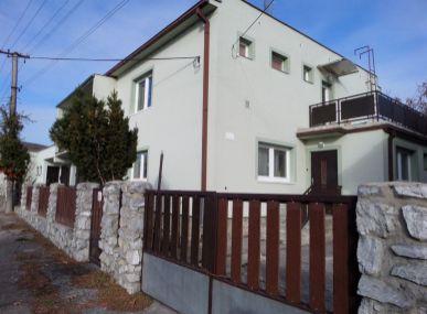 Realitná kancelária MAXFIN REAL Vám ponúka na predaj dvojgeneračný  rodinný dom v obci Častá/okres Pezinok