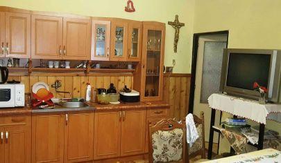 EXKLUZIVNE NITRIANSKY BLATNICA 2 izbový domček, pozemok 766 m2