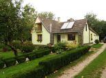 Rodinný dom s veľkým pozemkom, jazierkom a záhradnou chatkou – Piešťany, Prašník