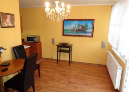 DOMUM - 2i byt Nové Mesto n/V, Hájovky, lodžia, 2x šatník, veľká pivnica, rozsiahla rekonštrukcia
