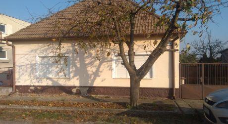 Ponúkame na predaj 4- izbový rodinný dom v Gbelciach.