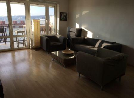PRENÁJOM: 2i byt (76m2) s veľkou loggiou, výhľad na Dunaj, parkovanie