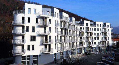 Na predaj novostavba, 3-izbový byt, 4 balkóny, 107,42 m2, Trenčianske Teplice