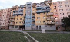 NOVINKA: Útulný  2izb.byt v 18 ročnej bytovke s balkónom v kľudnom prostredí Rače