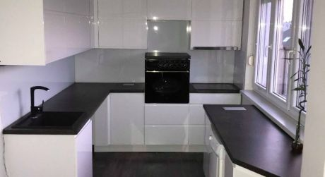 PREDAJ - Kompleptne prerobený 3 izbový byt s loggiou v Komárne