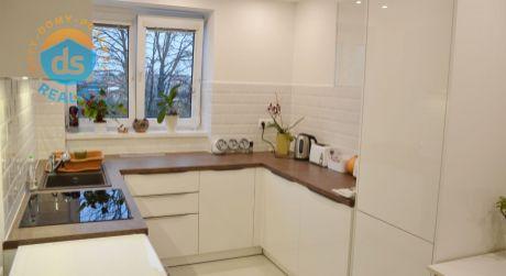 Na predaj zariadený, zrekonštruovaný 2 izbový byt, 62 m2, Nová Dubnica