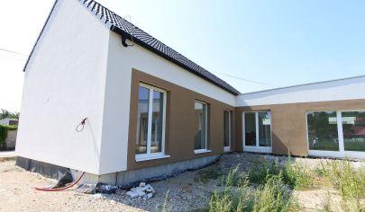 Rezervované - Exkluzívne v APEX reality - 4iz. novostavba rodinného domu v Hornom Trhovišti, poz. 500, všetky IS