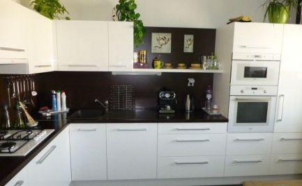 Veľmi pekný, kompletne zrekonštruovaný 3i byt s možnosťou prerobenia na 4i byt v Rači.