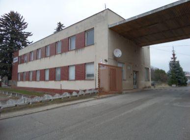 Realitná kancelária Maxfin real Vám ponúka na prenájom a predaj administratívnu budovu- Senica