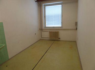 Realitná kancelária Maxfin real Vám ponúka na prenájom kancelársky priestor-Senica-Štefánikova ul