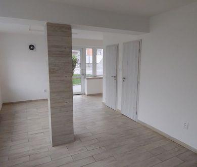 Ponúkame na prenájom zaujímavý obchodný priestor v Považskej Bystrici,120 m2.